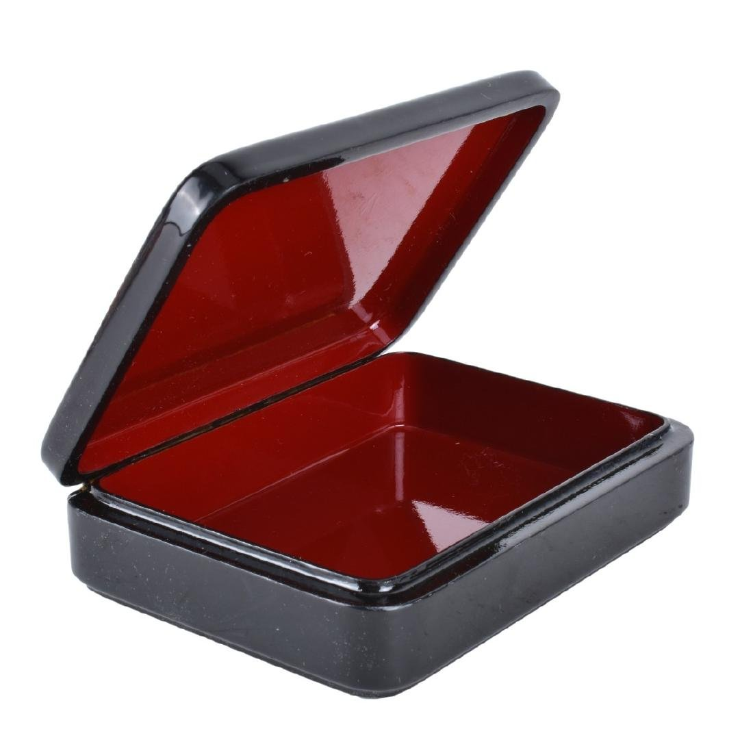 Russian Lacquer Hinged Box With Erotic Scene - 2