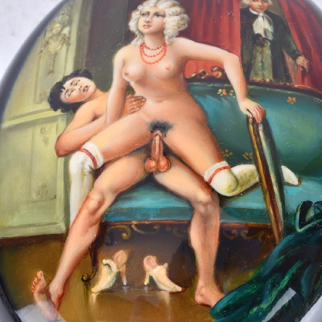 Russian Lacquer Hinged Box With Erotic Scene - 3
