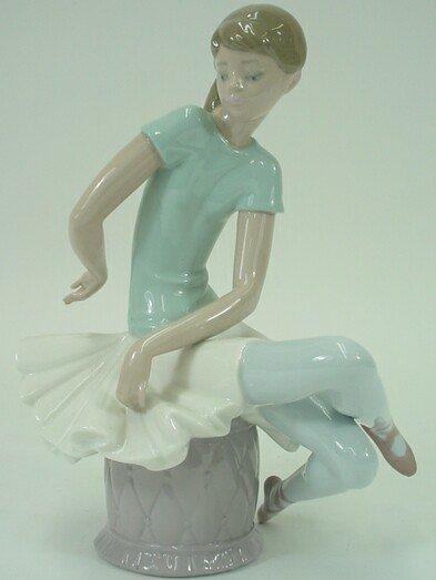 522: Lladro Porcelain Group Girl Seated. Underglaze Blu