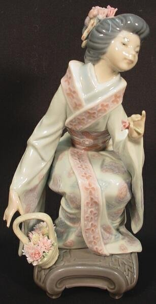 516: Lladro Porcelain Group Japanese Girl Picking Flowe