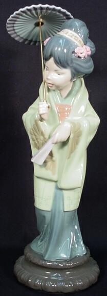 518: Lladro Porcelain Group Japanese Girl w Parasol &