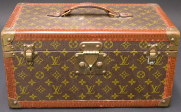 422: Vintage Hard Louis Vuitton Vanity Case. Signed Lou