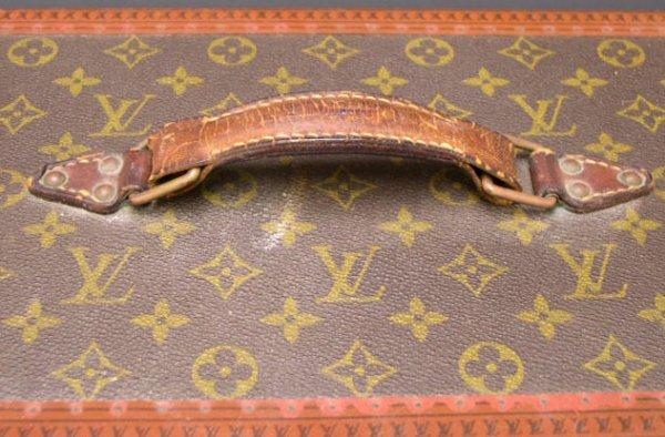 422: Vintage Hard Louis Vuitton Vanity Case. Signed Lou - 2