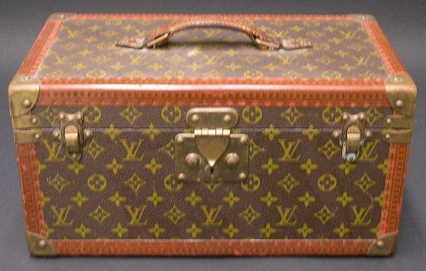 422: Vintage Hard Louis Vuitton Vanity Case. Signed Lou - 3