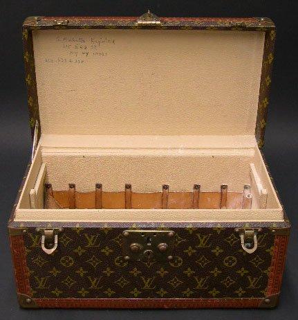 422: Vintage Hard Louis Vuitton Vanity Case. Signed Lou - 4