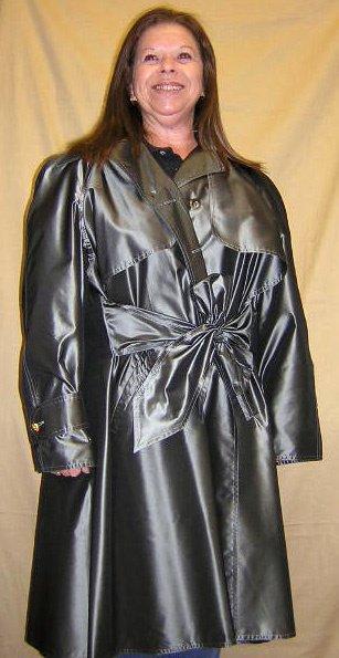 508: Chanel 100% Silk Ladies Adjustable Gray Raincoat S