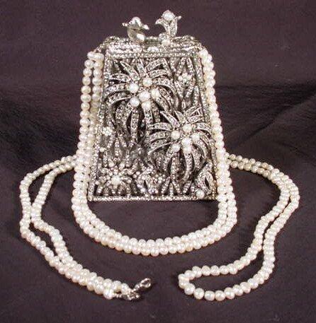 550: Edidi Swarovski Crystal and Fresh Water Pearl Clut