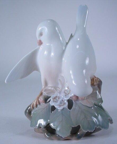 """660: Royal Copenhagen #402 Porcelain Group """"Lovebirds"""""""