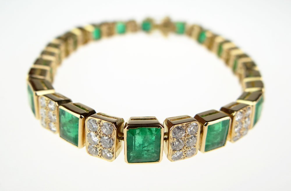 Lady's Approximately 13 Carat High Quality Emerald and