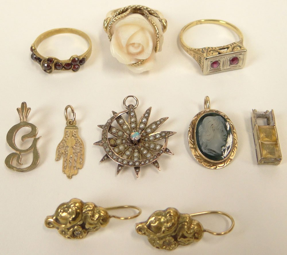 Eight (8) Miscellaneous Pieces of 14 Karat Gold Jewelry