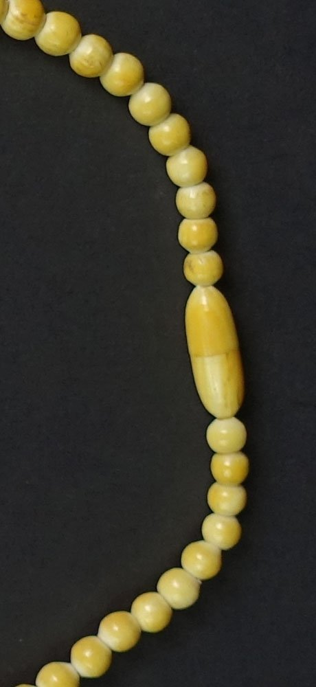 Vintage Ivory Graduated Bead Necklace. Unsigned. Beads - 3