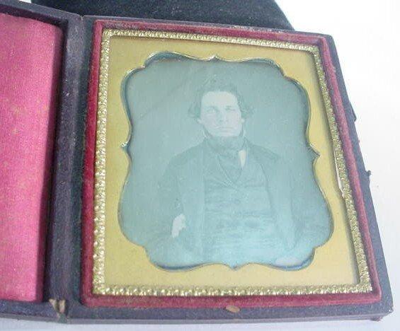 502: 1/6 Plate Daguerreotype Dag in Leatherette Case Po