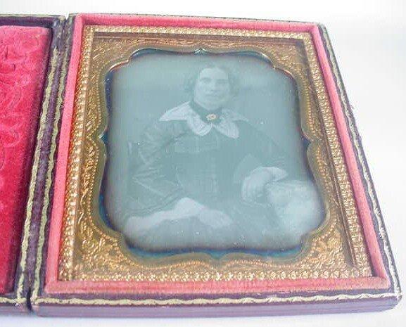 506: 1/6 Plate Daguerreotype Dag in Leatherette Case Po