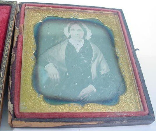 520: 1/6 Plate Daguerreotype Dag in Leatherette Case Po