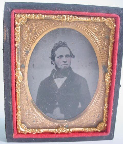 521: 1/9 Plate Unidentified Ambrotype in Leatherette Ca