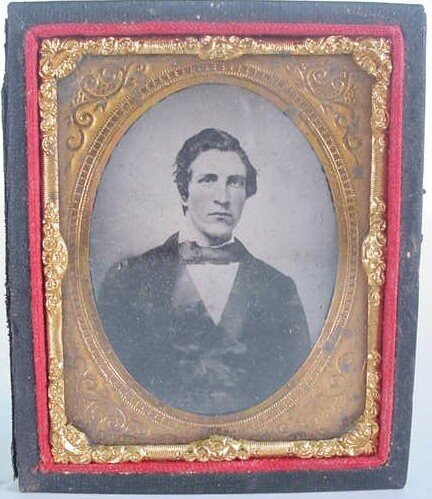 522: 1/9 Plate Unidentified Ambrotype in Leatherette Ca