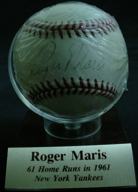 "1009: Baseball signed: ""Roger Maris"" Rawlings Official"