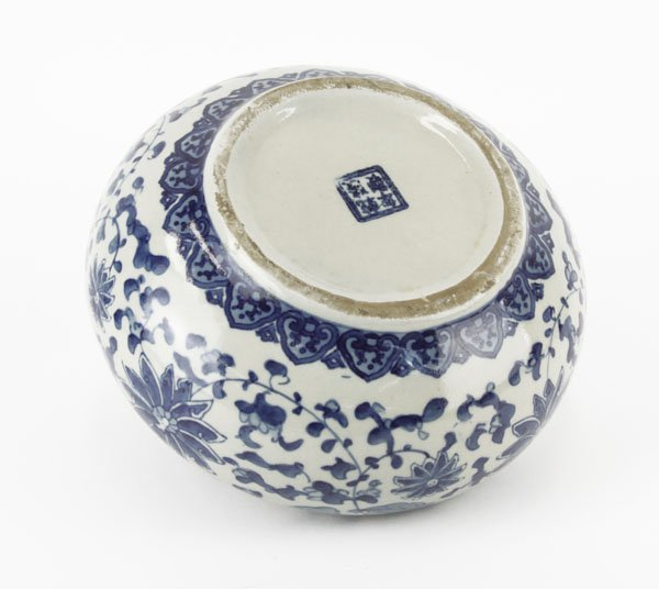 Chinese Ming Style Blue and White Covered Low Bowl. - 3