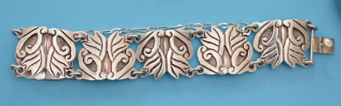 Tasteful Lot Of Vintage Sterling Silver Jewelry - 4