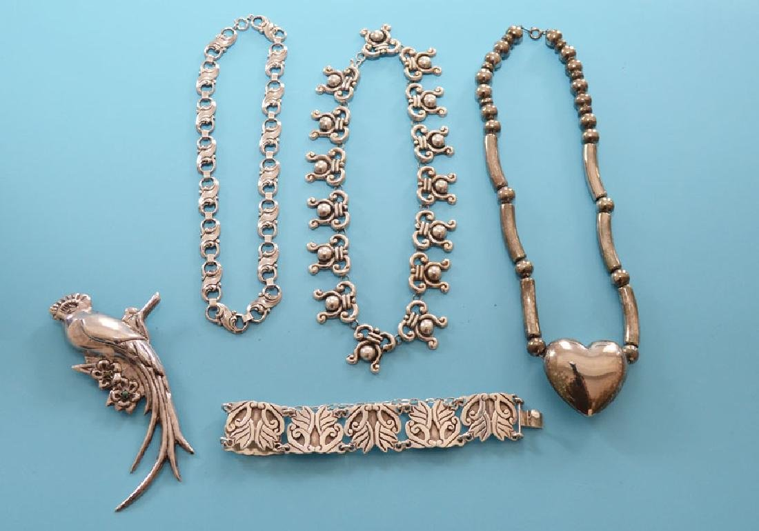 Tasteful Lot Of Vintage Sterling Silver Jewelry - 5