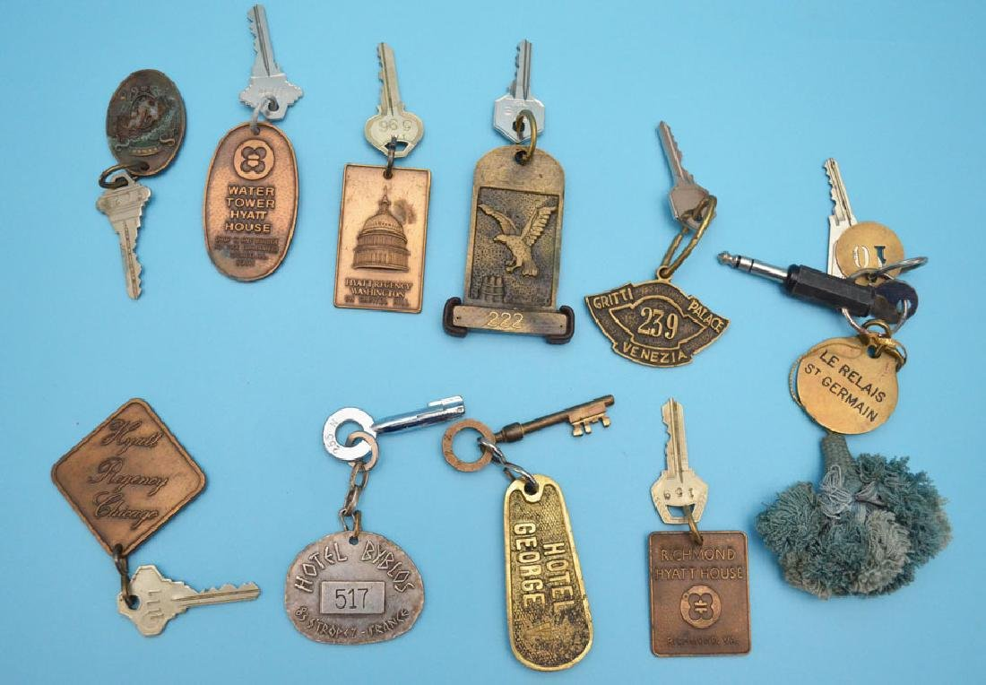 Lot of 10 Vintage Hotel Keys (USA, Italy, France)