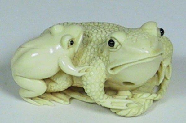 18C: Lovely Ivory Frog And Baby Frog Netsuke.
