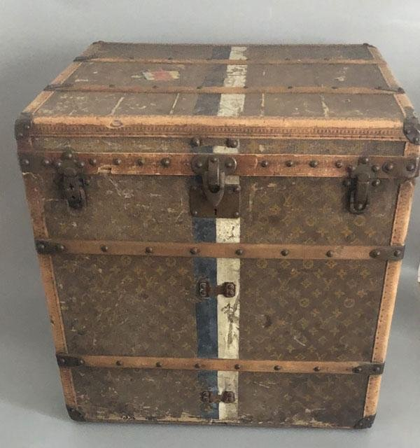 Nice Early  Louis Vuitton  Small Steamer Trunk
