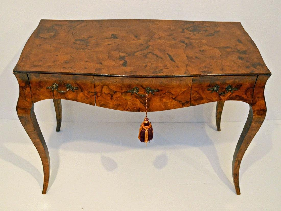 Chic Oyster Veneer Antique French Writing Desk