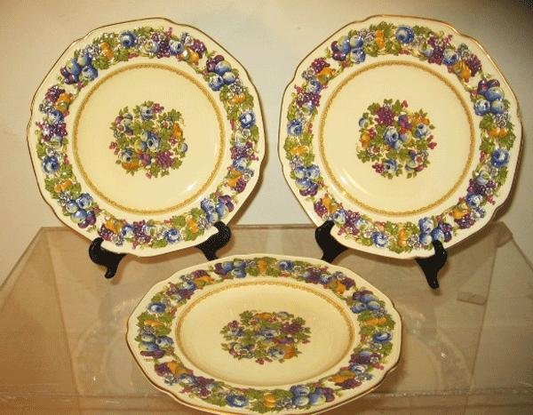 27: Lot OF 13 Crown Ducal Florentine Dinner Plates