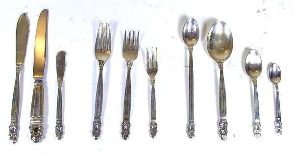 225: 98 Piece Mexican Sterling Silver Flatware Set