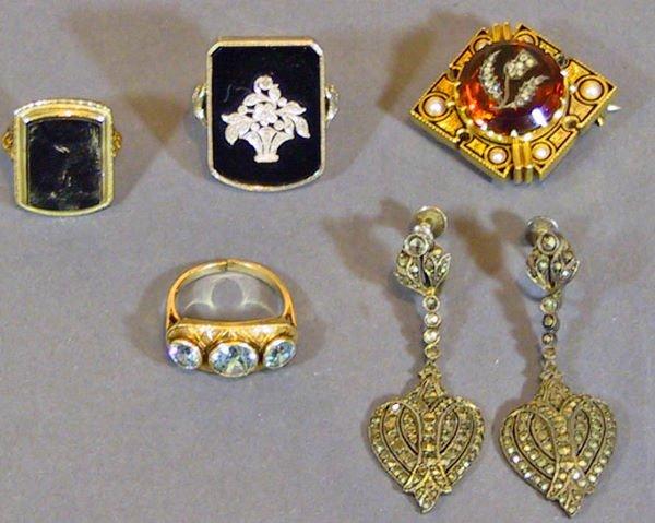 17: 5 Piece Victorian Jewelry lot  Rings  Pin Earring