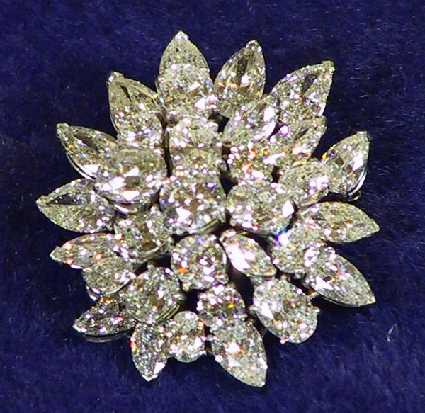 20: Platinum and Diamond Pin / Brooch Approx 13 .7 cts