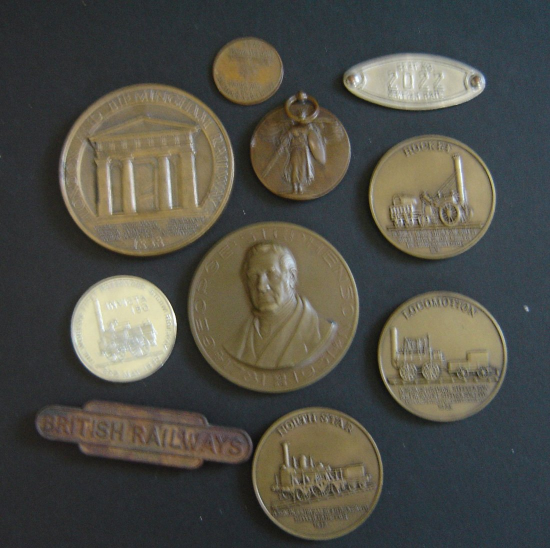 62: 10 Vintage Pins And Medallions