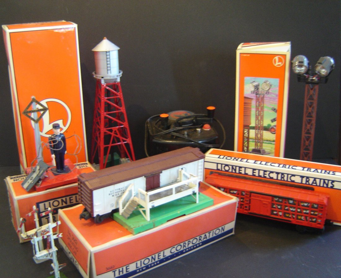 76: Large Lot Of Lionel Accessory 8 Pieces