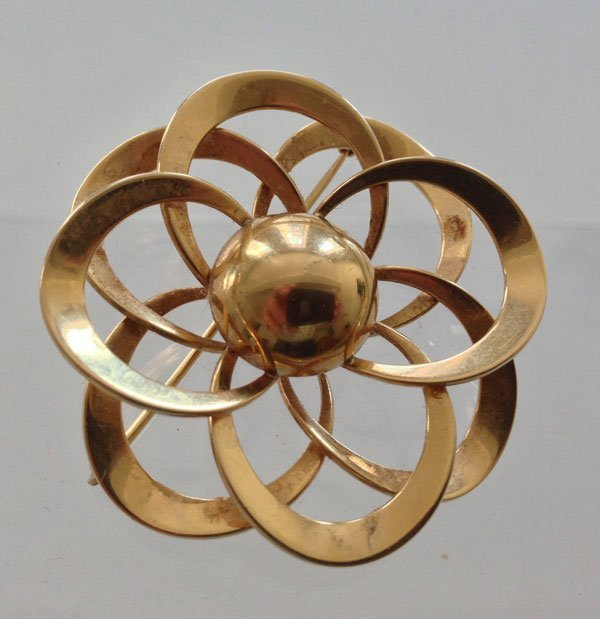 A Lovely Vintage 14k Gold Flower Pin
