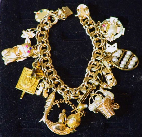 254: 14K Estate Gold Charm Bracelet With 20 Charms