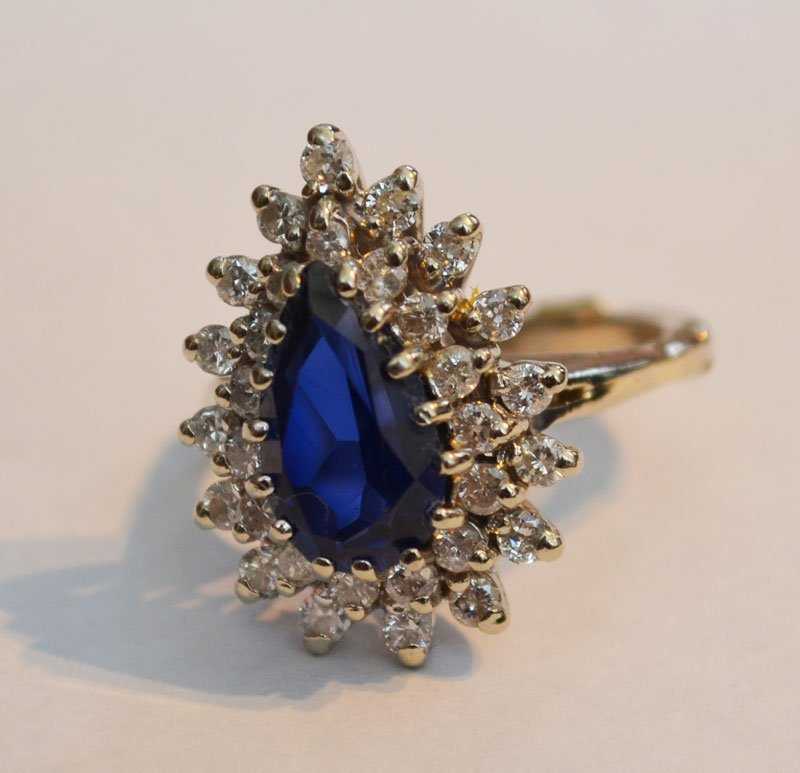 14k Gold Ring w Pear Cut Blue Sapphire & Diamonds