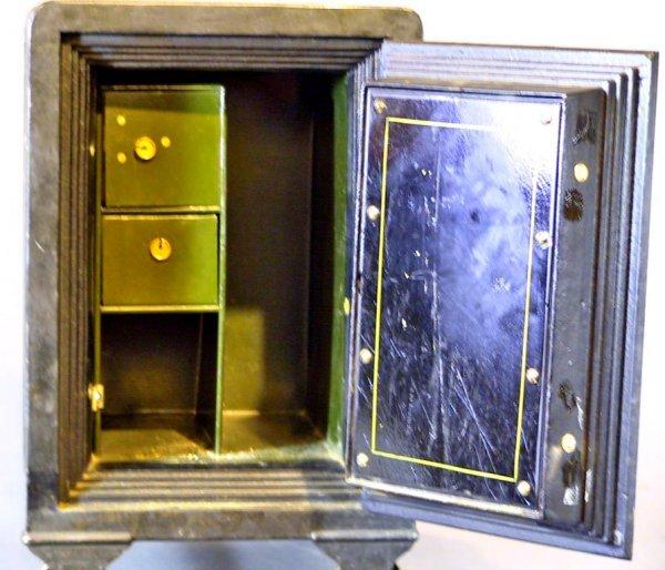 157: Small Antique Safe The Meilink Safe Co.Toledo Ohio - 4