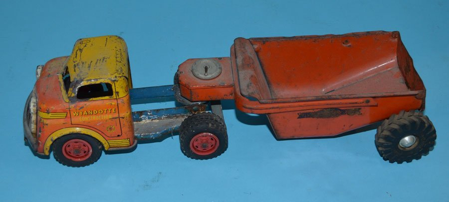 4 Vintage Tin Toy Trucks (Marx, Wyandotte) - 2