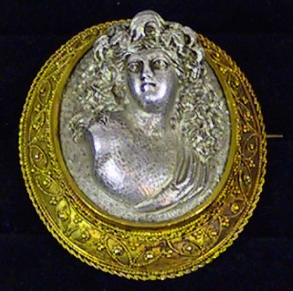 11: Victorian Gold and Aluminum Cameo Pin