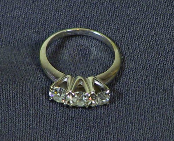 22: Approx 1 1/2 ct 14K Gold Diamond Ring