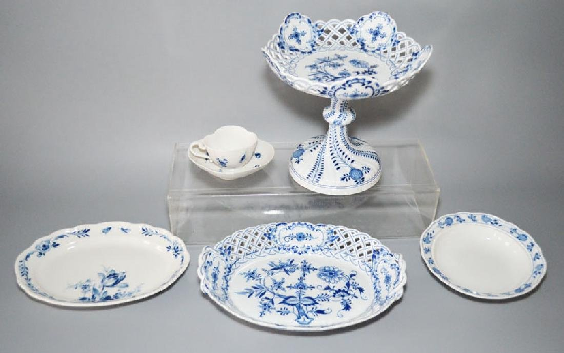 Meissen Porcelain Group Inc. Blue Onion