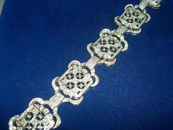 610: White Gold and Diamond Flexible Link Bracelet