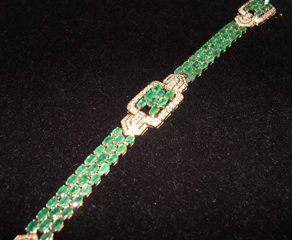 611: Yellow Gold, Emerald and Diamond Link Bracelet