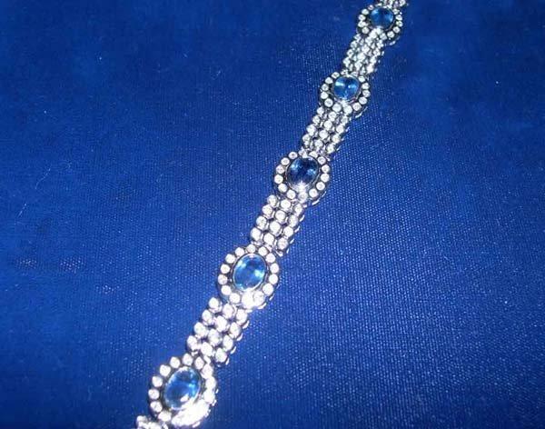 620: White Gold, Sapphire and Diamond Link Bracelet