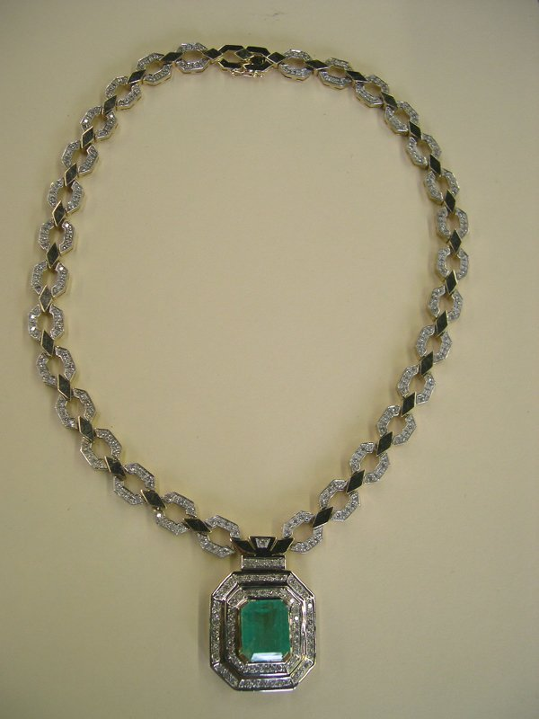 859: Gold, Emerald and Diamond Pendant Necklace