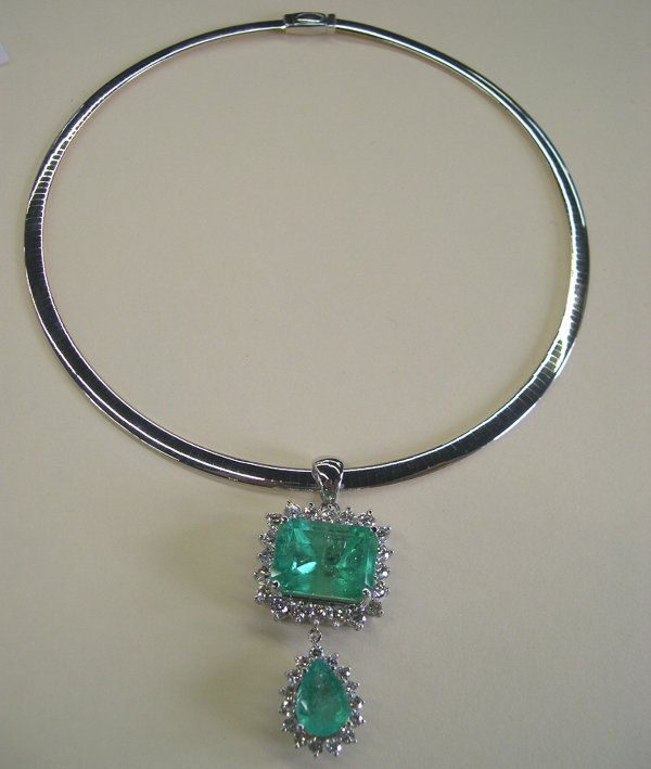 861: Gold Lady's Emerald and Diamond Pendant Necklace