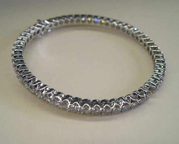 863: White Gold and Diamond Lady's Bangle Bracelet