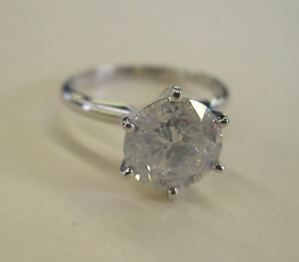 867: White Gold Lady's Diamond Solitaire Ring