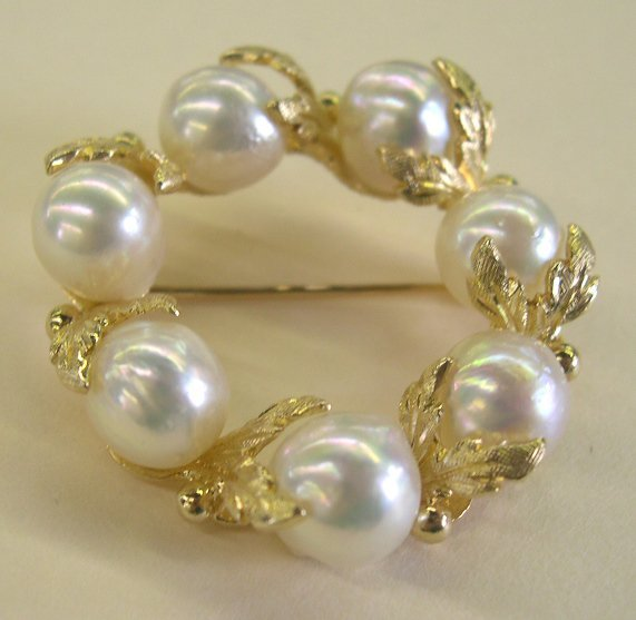 872: Yellow Gold and Semi-Baroque Pearl Brooch